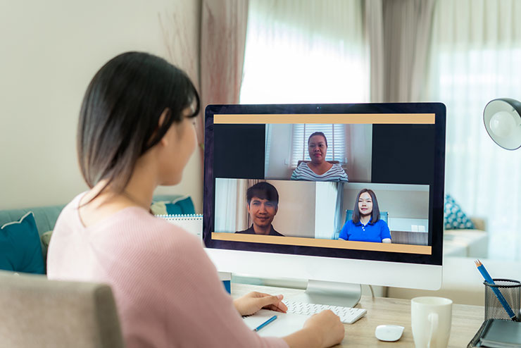 Tips for remote meetings: woman having conference call with colleagues