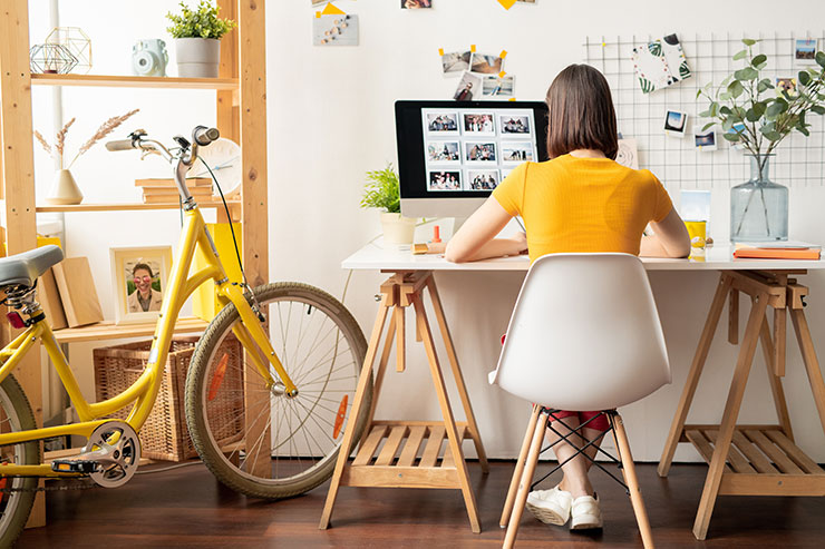 Virtual employee onboarding checklist: young professional working from home